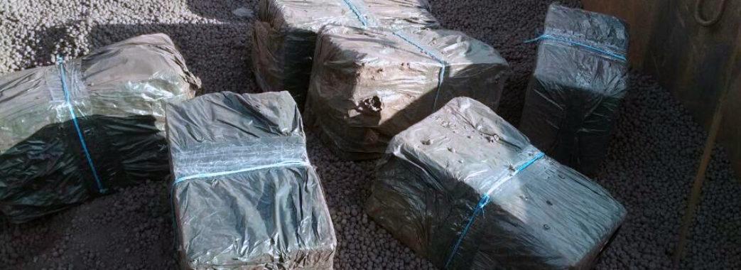 У Мостиському пункті пропуску прикордонники розкопали три тисячі пачок сигарет