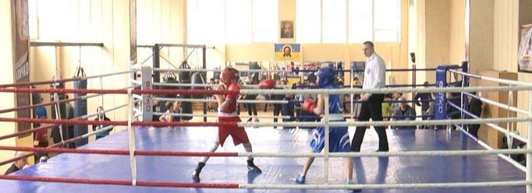 Боксери з 11-ти районів Львівщини змагаються на обласному чемпіонаті