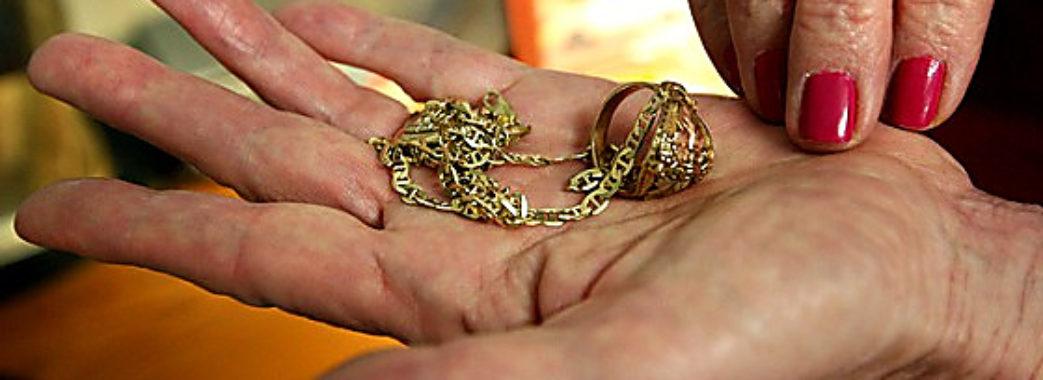 У Львові під дією гіпнозу у жінки видурили гроші та золото