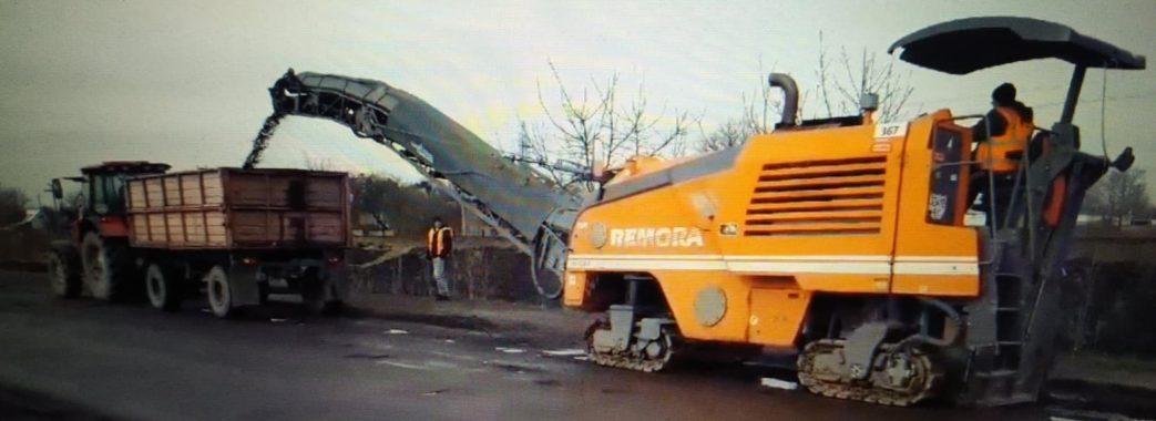 Червоноградську вулицю, якою їхав Президент, почали ремонтувати