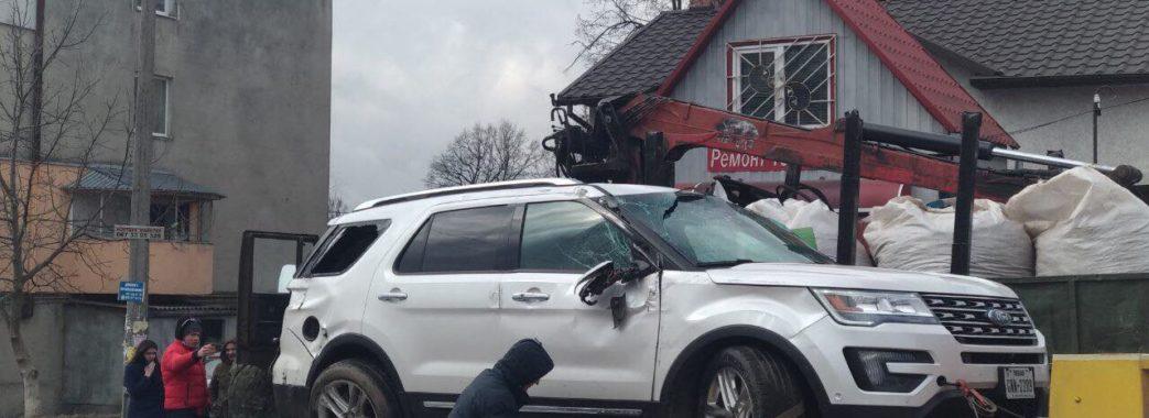У Дрогобичі перекинувся позашляховик (відео)