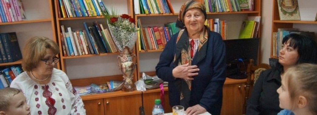 «Роздала книги сусідам, дітям, вчителям»: 88-річна яворівчанка видала першу книгу