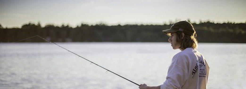 З 1 квітня рибу можна буде ловити лише однією вудкою з одним гачком та спінінгом і у визначених місцях