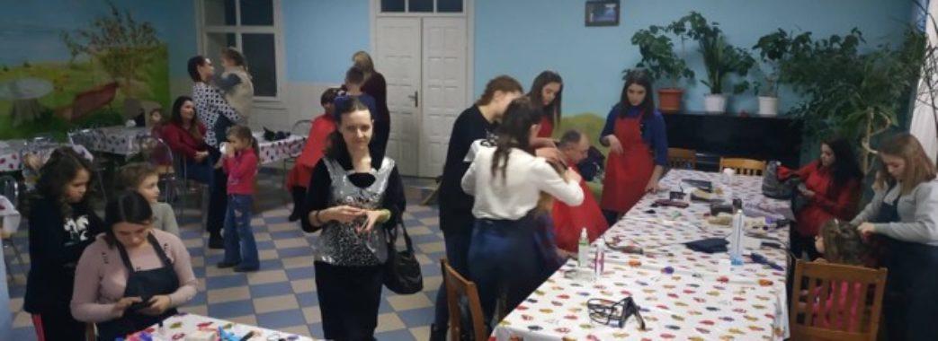 Для вихованців львівського дитячого будинку організували День краси