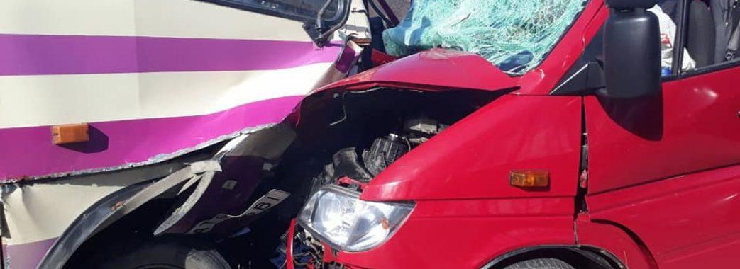 У Сколівському районі рятувальники вирізали водія із затисненого авта