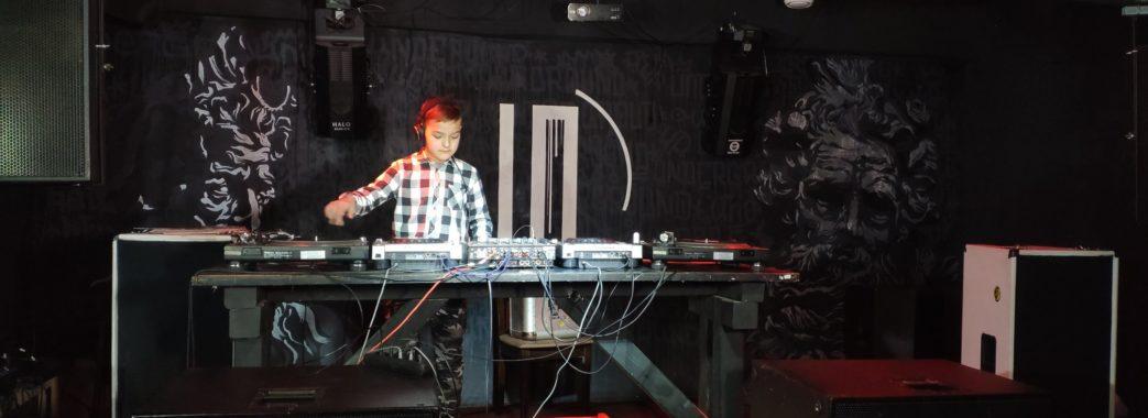 13-річний ді-джей з Городка увійшов до Книги рекордів (ВІДЕО)