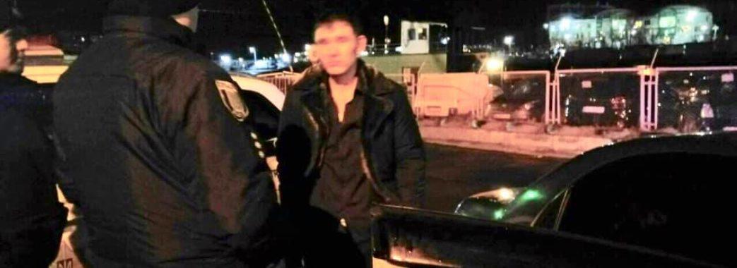 П'яний водій на краденому авто протаранив поліцейську машину