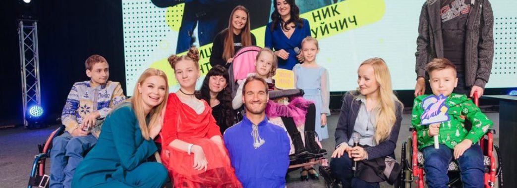 13-річна львів'янка подарувала вишиту сорочку Ніку Вуйчичу