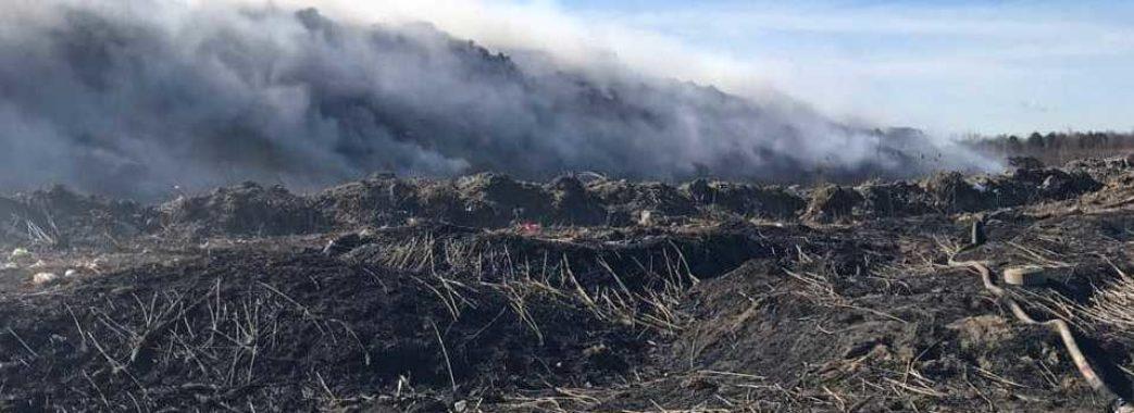 Біля Новояворівська величезна пожежа — горить сміттєзвалище