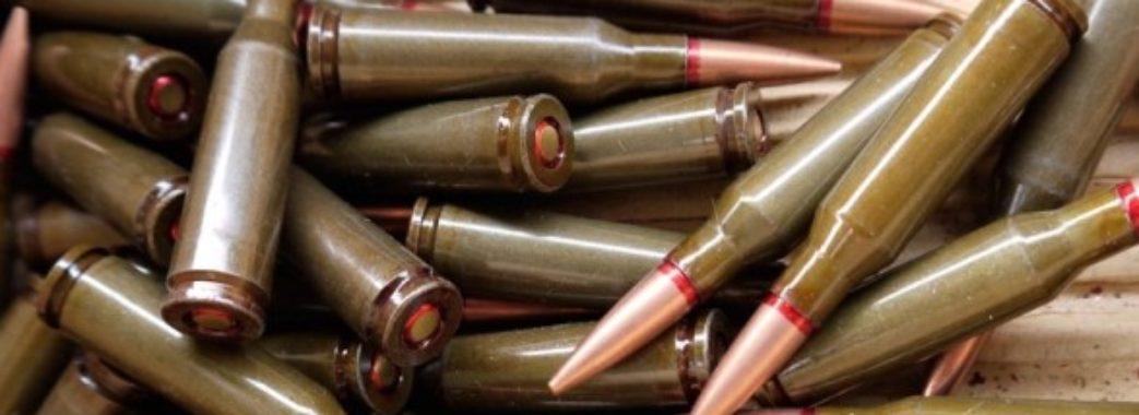 Посеред вулиці на Сихові знайшли 48 сучасних боєприпасів