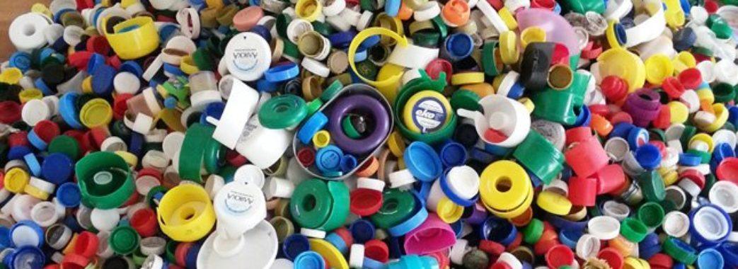 Не викидайте пластикові корки, а здавайте на благодійність. Адреси збору