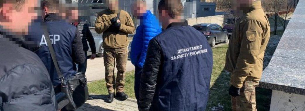 У Львові на хабарі 12 тисяч гривень затримали подакового інспектора