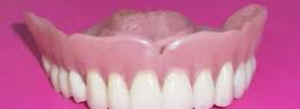 Ізраїльтянин хотів незаконно привезти до Львова 395 зубних імплантатів