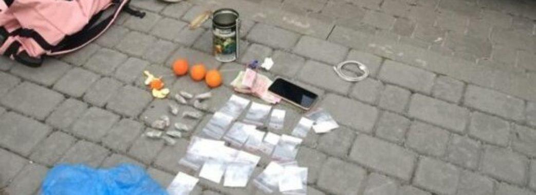 У Львові затримали групу наркоторговців, які займались бізнесом вдома (ВІДЕО)