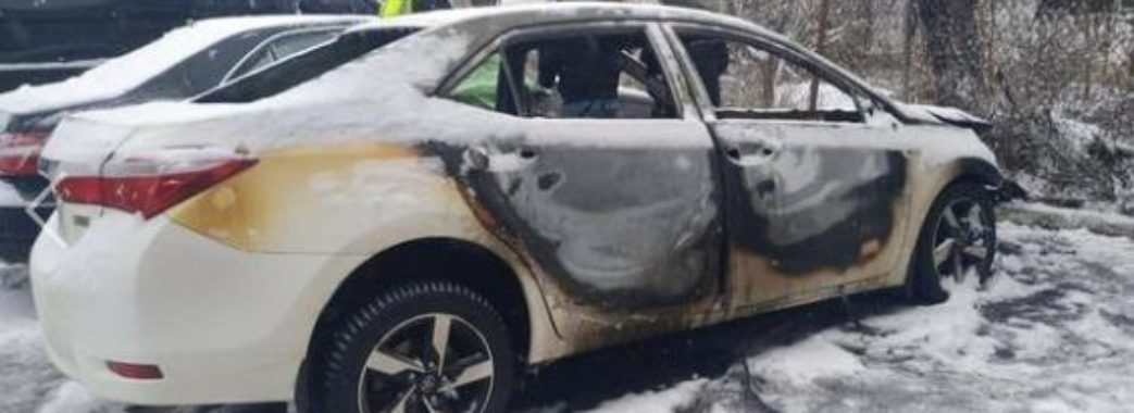 Поліція викрила паліїв, які на замовлення нищили автівки у Львові, Дніпрі та Херсоні + відео