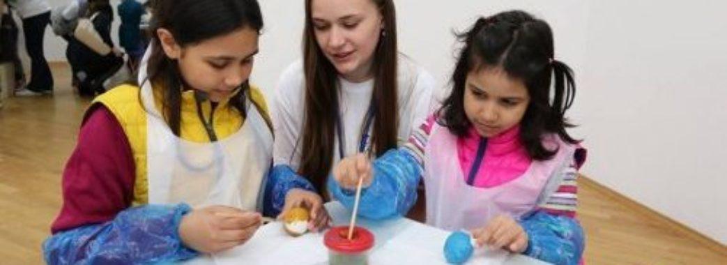 Волонтери запрошують розмалювати писанки разом з сиротами