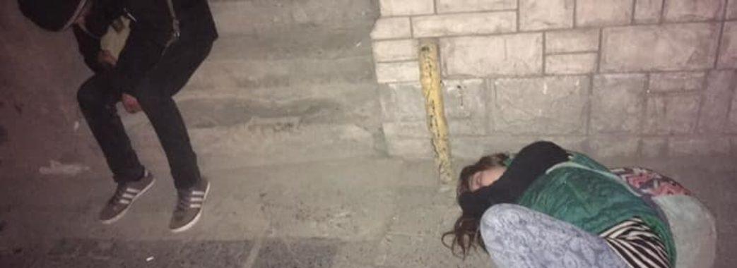 У центрі Львова знайшли непритомних наркоманів: стан дівчини важкий
