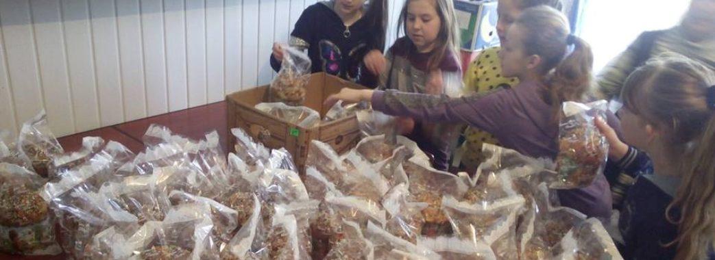 """""""Атовці матимуть смачний стіл на Великдень"""", – школярі Самбірщини зібрали продукти на фронт"""