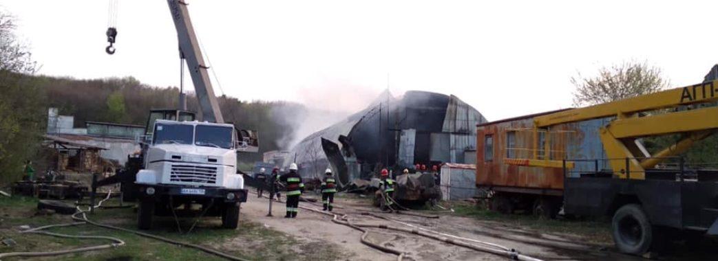 У Львові сталась масштабна пожежа в ангарі (ВІДЕО)