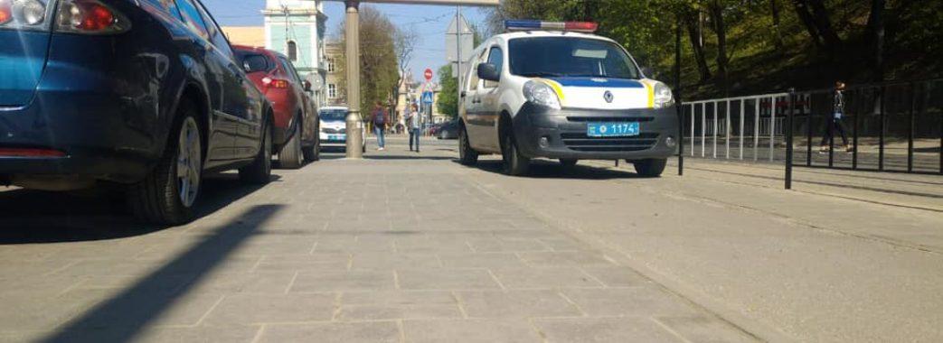 Львівська восьмикласниця з чужого телефону «замінувала» рідну школу