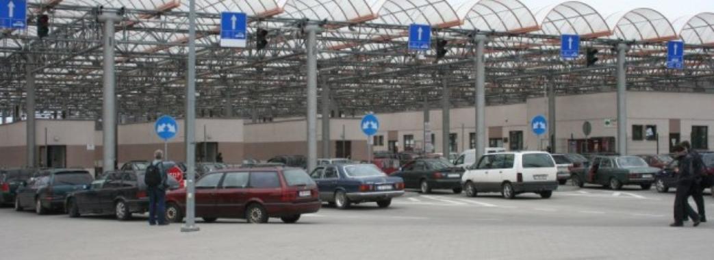 У пункті пропуску «Угринів» зменшили час перетину кордону