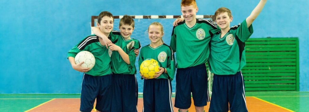"""""""Молодь не має куди направити енергію"""": у селищі на Дрогобиччині набирають дітей у три футбольні команди"""