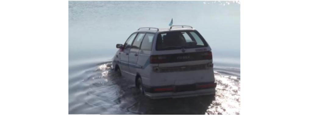 У Жидачеві пенсіонер створив автомобіль-амфібію