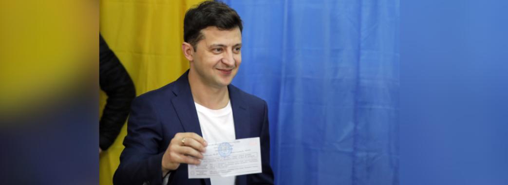 Володимир Зеленський здійснив порушення: показав бюлетень з хрестиком