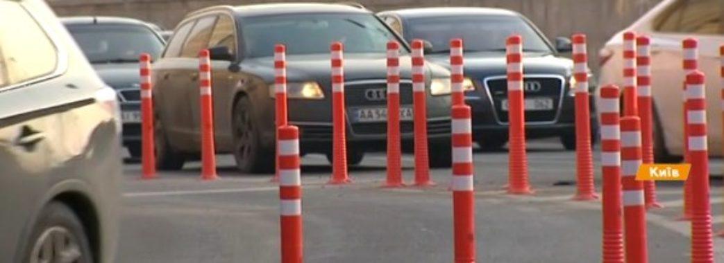 На дорогах Львова облаштують перші ґумові стовпці