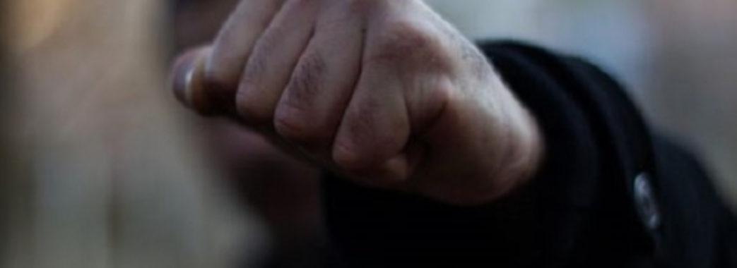 Посеред білого дня на вулиці в Дрогобичі побили і пограбували чоловіка