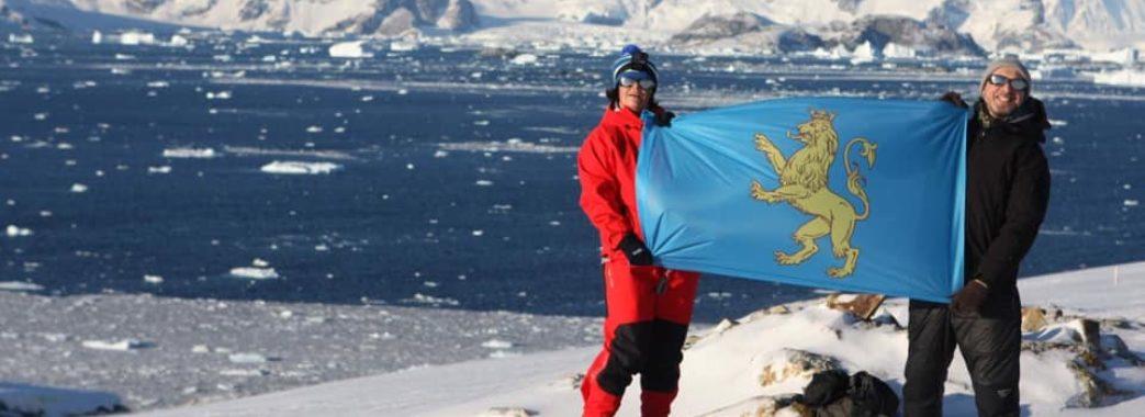 В Антарктиді розгорнули прапор Львівщини