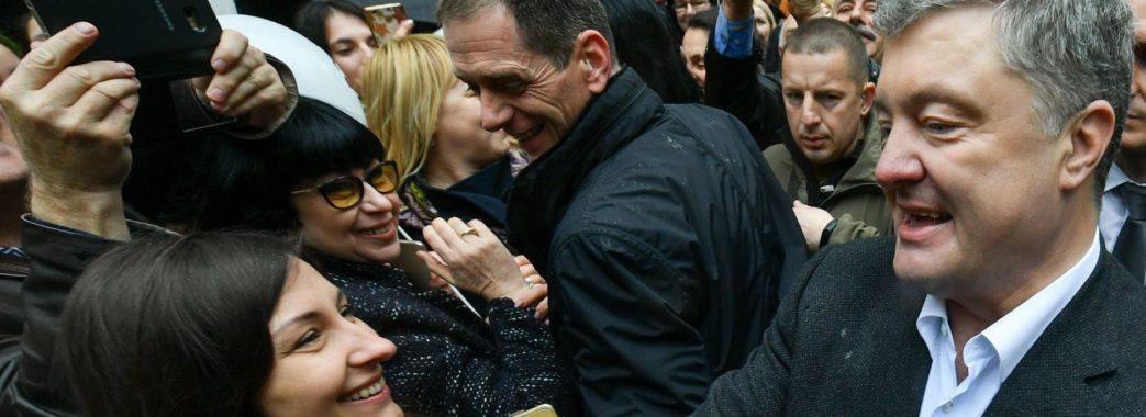 Селфі з Президентом: учора тисячі львів'ян зустріли Петра Порошенка (ВІДЕО)