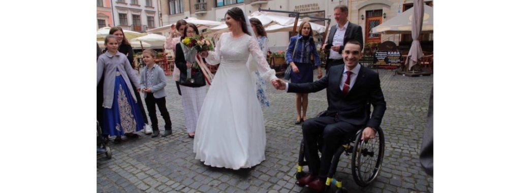 Герой АТО одружився з донькою капелана