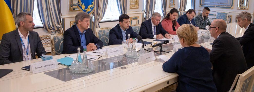 Зеленський веде переговори про програми фінансування від МВФ та ЄС