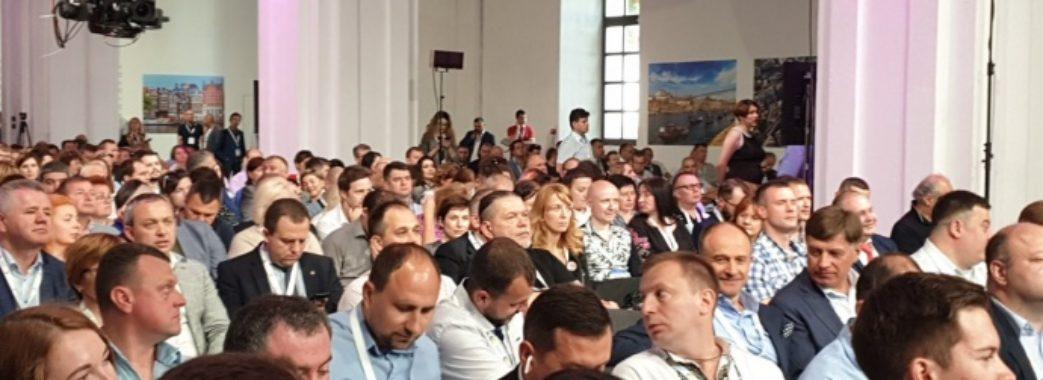 """Порошенко очолив партію """"ЄС"""", Синютка увійшов до складу президії"""
