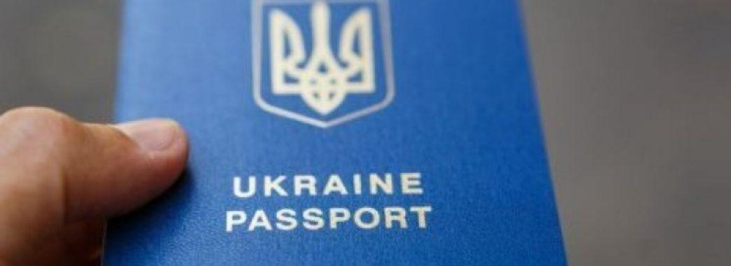 Порошенко надав українське громадянство сестрі Сенцова та екс-депутатові Держдуми Росії