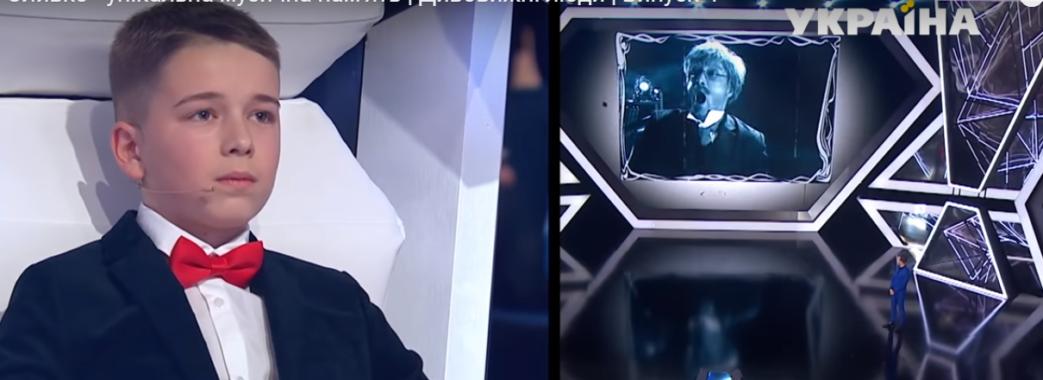 Олег Оливко з Рави-Руської читає опери по губах виконавця