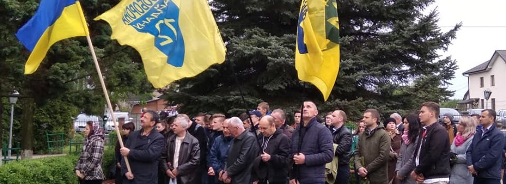 На освячення пам'ятної дошки Володимиру Топію з'їхалося понад 300 гостей