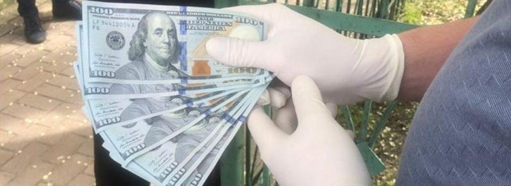 В Сокалі на хабарі 1400 доларів затримали чиновника міськради