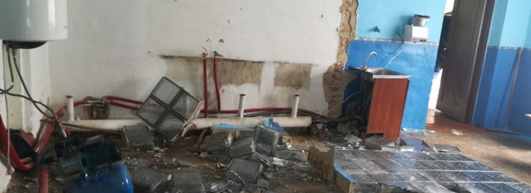 На Яворівщині технічних працівників у школі придавило стіною