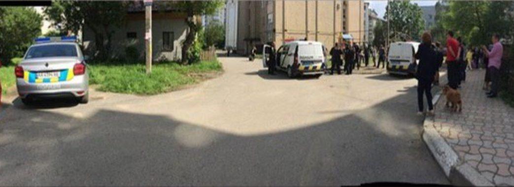 У Стрию затриманий вибив вікна поліцейської машини та облаяв поліцейських(ВІДЕО 18+)