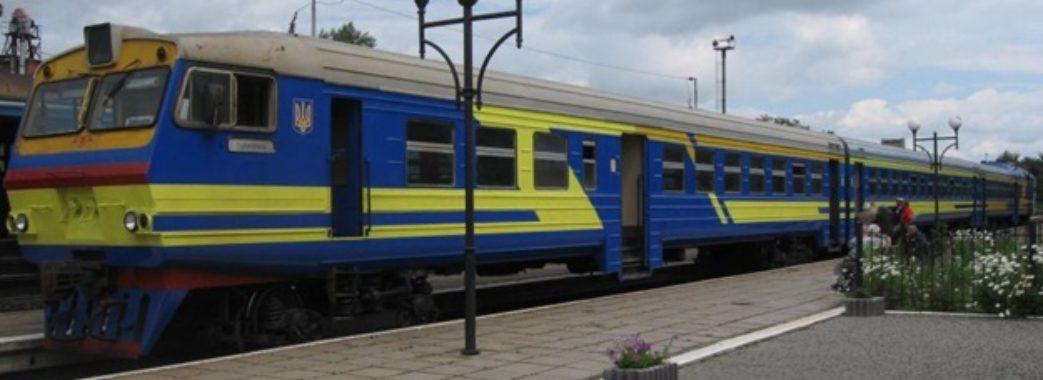 Проїзд у приміських поїздах подорожчав майже наполовину