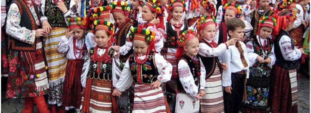 В Яворові на фестивалі покажуть вишиванки старожили та навіть немовлята