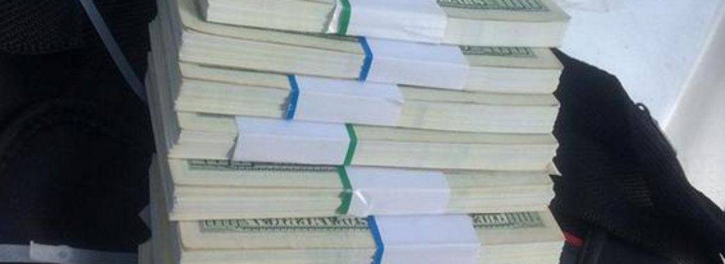 100 тисяч доларів США чи акція протесту: двоє львів'ян шантажували чиновника