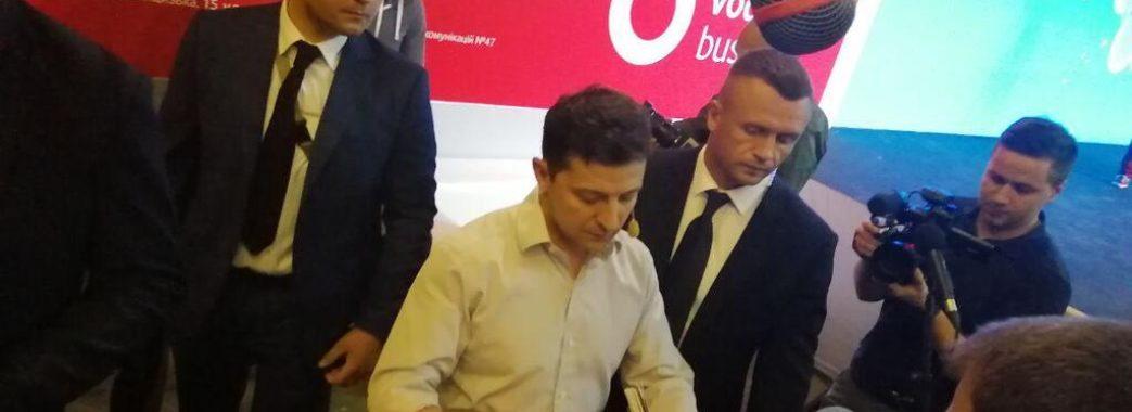Охоронці Зеленського тричі вдарили журналіста у живіт