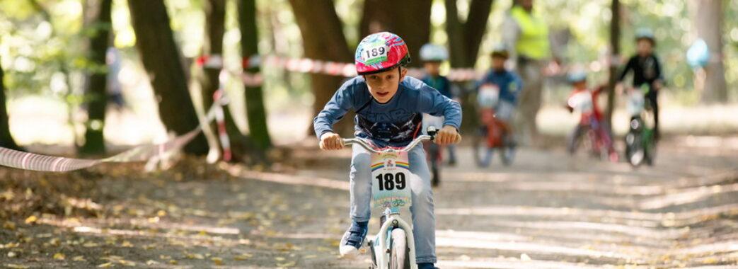 У Львові батько дворічної дитини влаштовує дитячі велоперегони