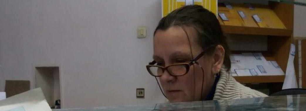 """Російськомовна працівниця львівського відділення """"Укрпошти"""" звільнилась"""