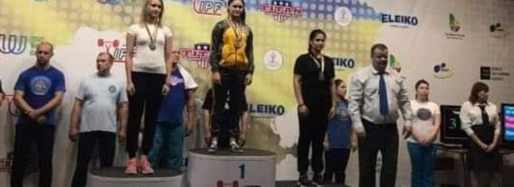 «Я присідала зі штангою вагою 125 кілограм»: 15-річна яворівчанка перемогла на Чемпіонаті України