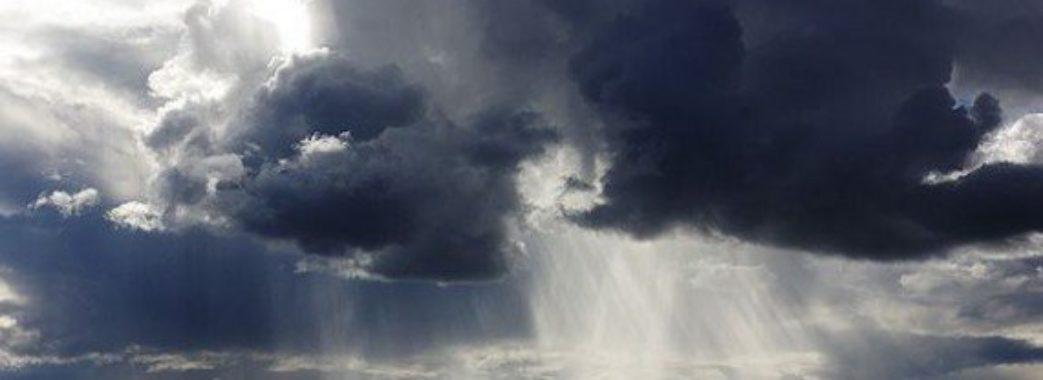 На Львівщині знову зіпсувалася погода: цілий день гроза та град