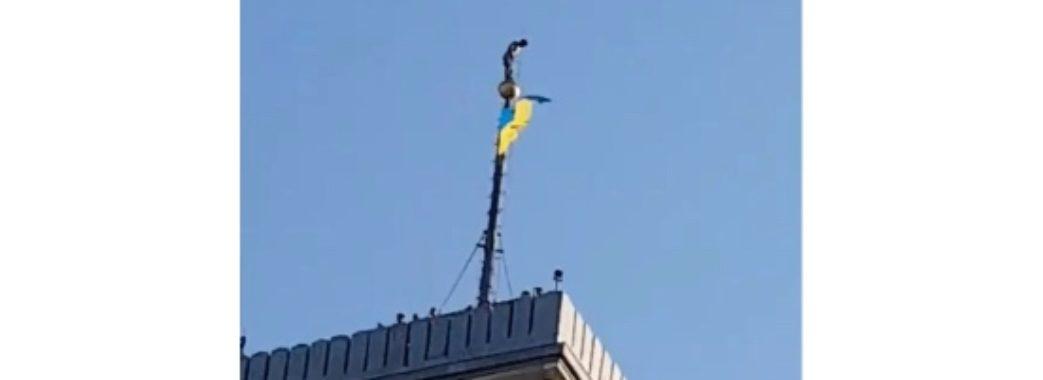Невідомий робив селфі на шпилі львівської ратуші